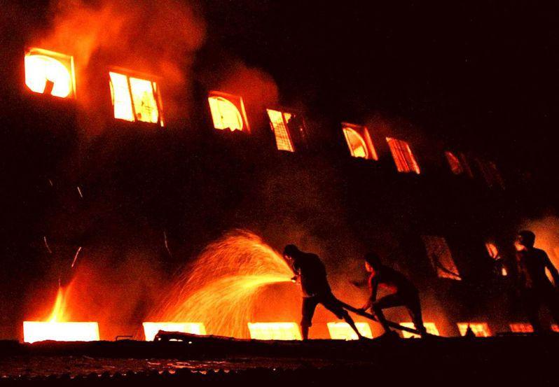 2把火燒死千人!成衣業黑暗史 為何快被貿易戰洗白?