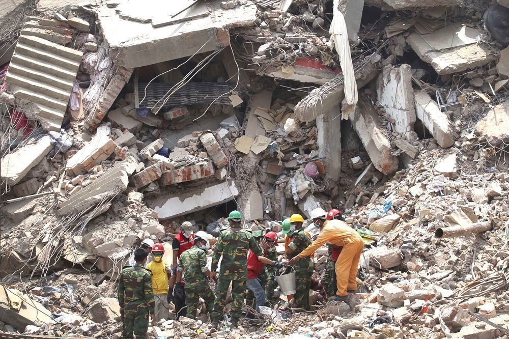 孟加拉達卡薩瓦區成衣廠2013年4月24日發生倒塌事故,死亡人數超過1100人。...