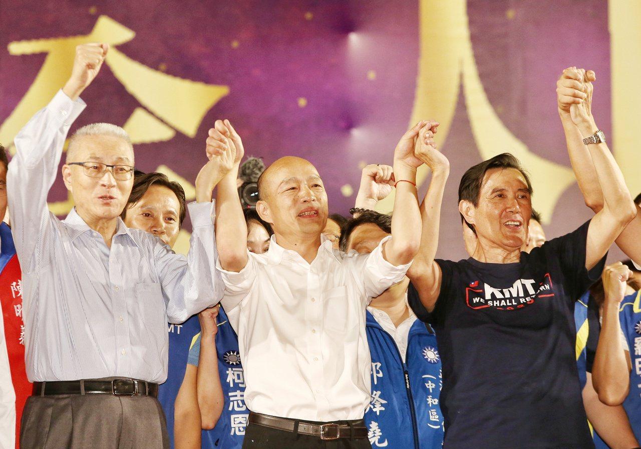 韓國瑜三重造勢晚會,吳敦義(左)以及馬英九(右)力挺。記者曾原信/攝影