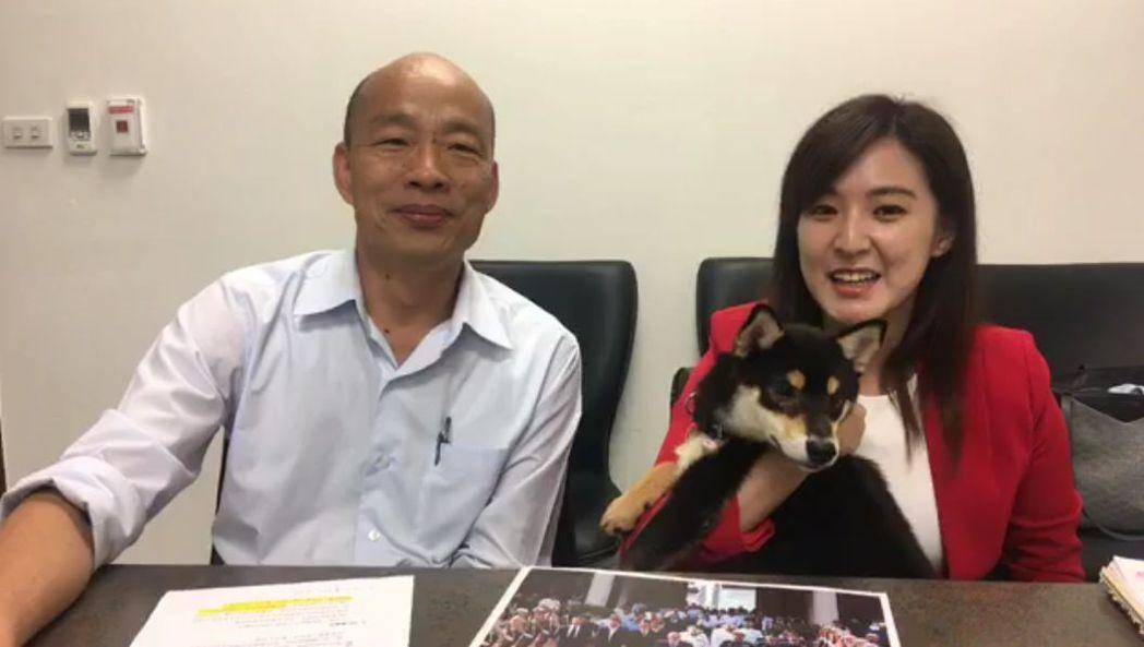 韓國瑜(左)常在臉書直播對外發聲,有資深小編認為,韓粉支持度強,不易因韓的個人失...