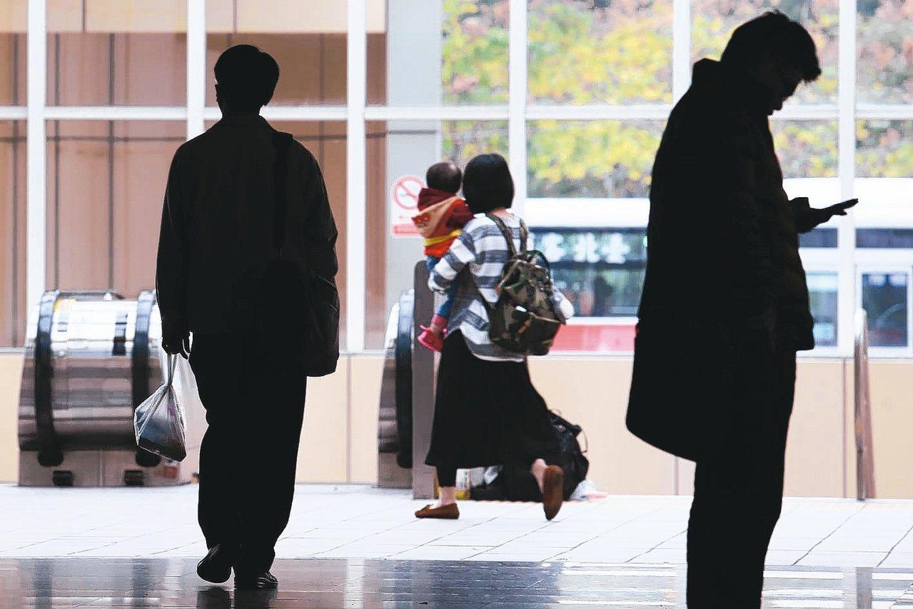 國內女性經濟戶長再創新高,全台253萬戶家庭,由女性負擔主要經濟使命。 聯合報系...