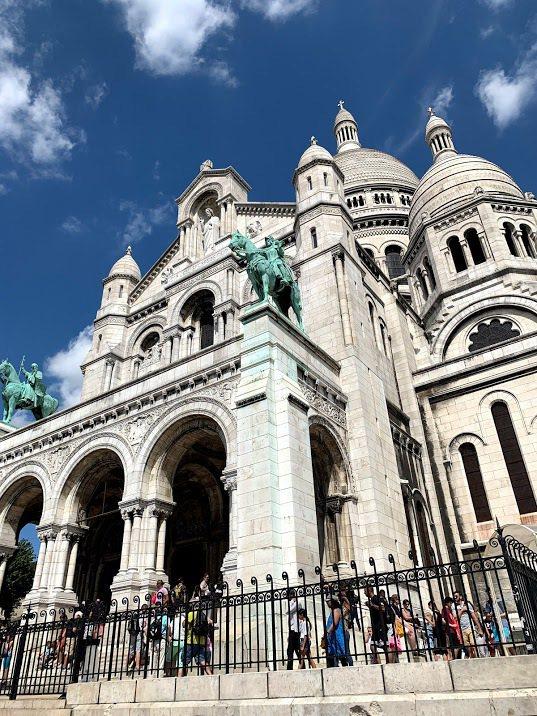 位於蒙馬特高地的聖心堂,可一覽巴黎市區的美景。 蔡尚勳/攝影