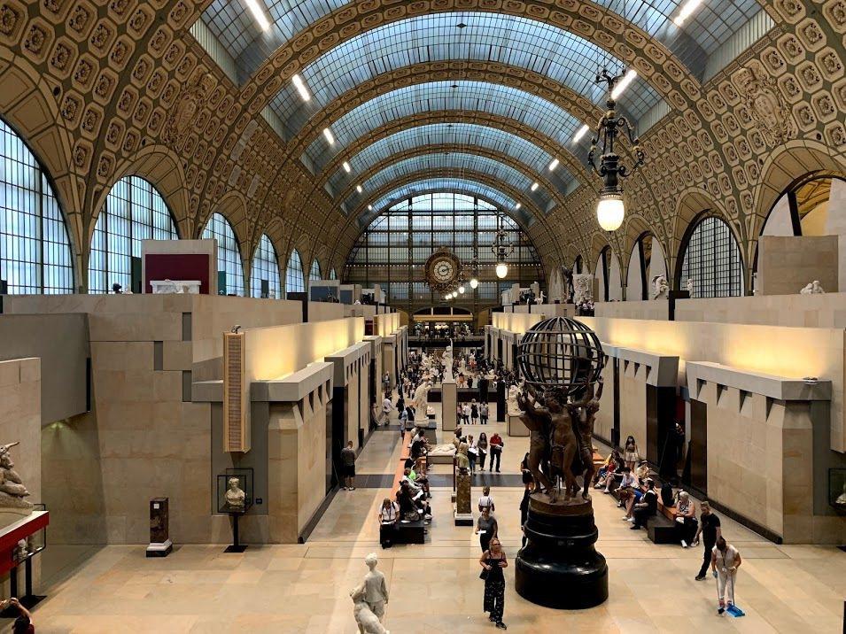 奧塞美術館為車站改建而成,行走在館內好似在月台,館內的大時鐘是特色。 蔡尚勳/攝...