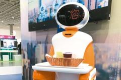 餐飲科技化 吃漢堡...機器人上菜收餐