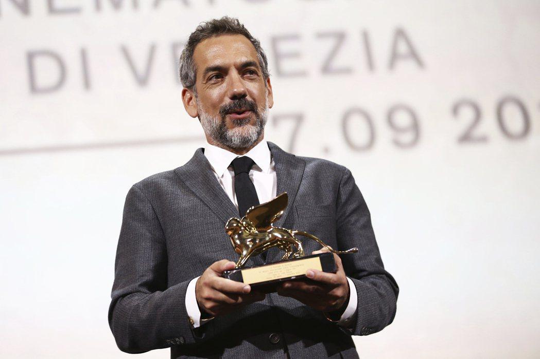 「小丑」獲得最佳影片金獅獎,導演陶德菲利普上台領獎。 圖/美聯社