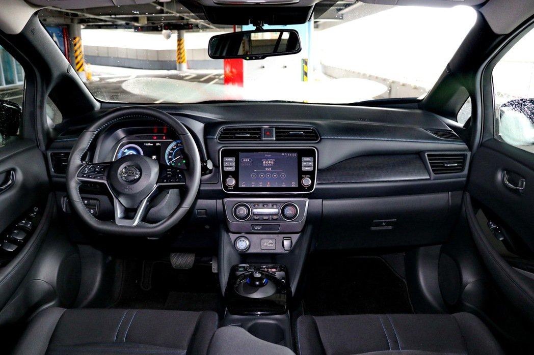 Nissan Leaf的車艙設計與一般燃油車差距不大。 記者陳威任/攝影