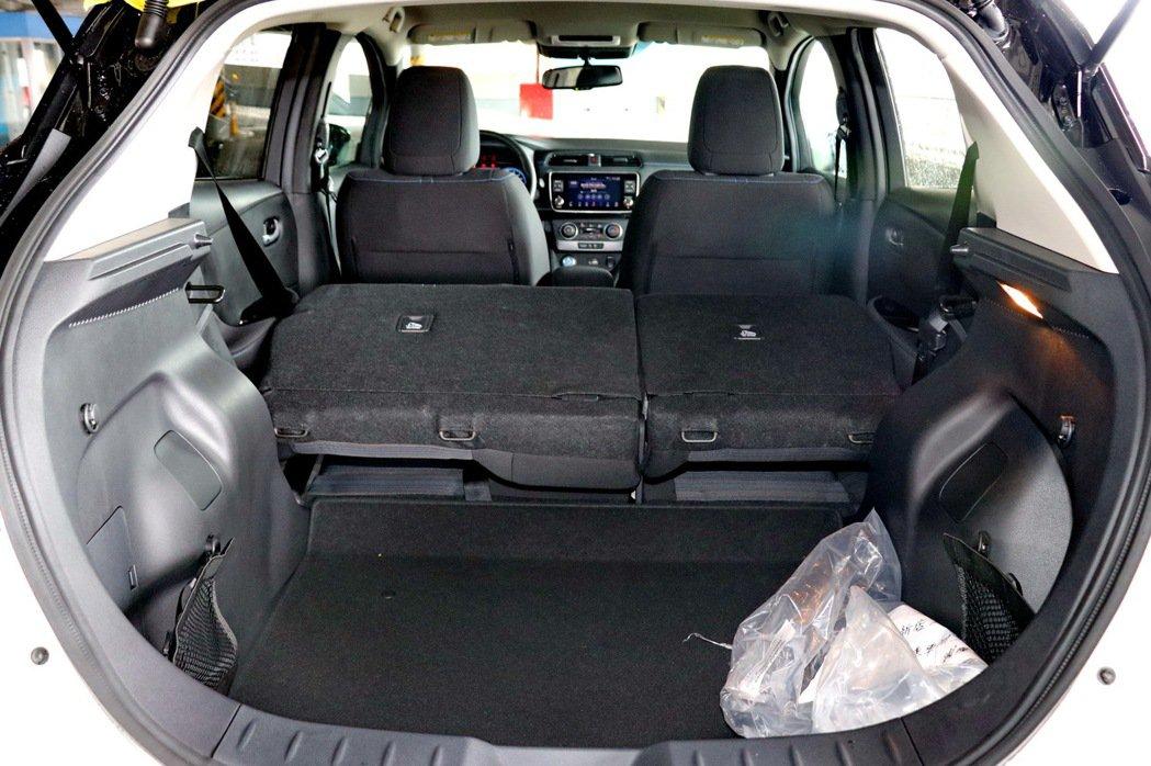 後座椅傾倒後,可提供更可觀的置物空間。 記者陳威任/攝影