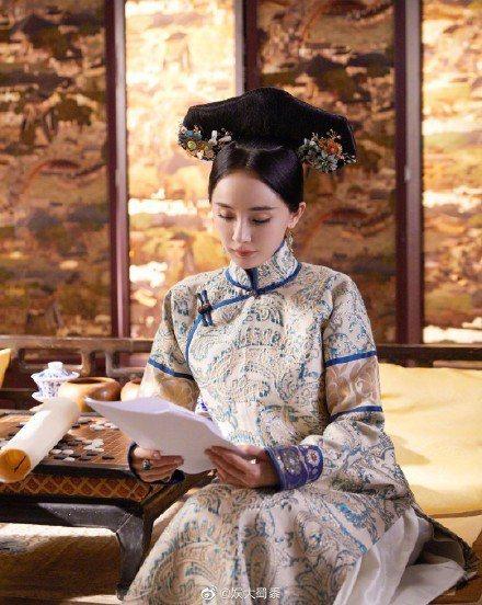 楊冪參加陸綜「遇見天壇」演出清宮情境劇扮演令妃。圖/摘自微博
