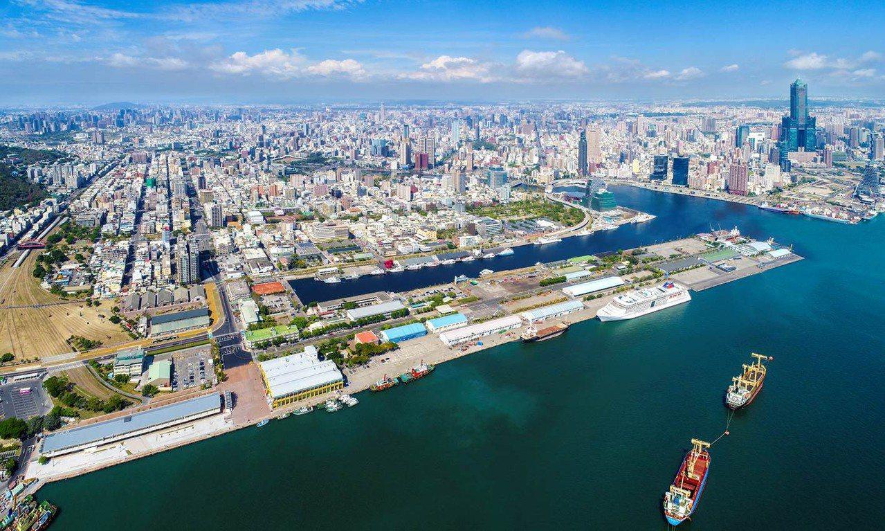 高雄港區1到10號碼頭、16到18號及21號碼頭最精華土地的招商開發。圖/高雄市...