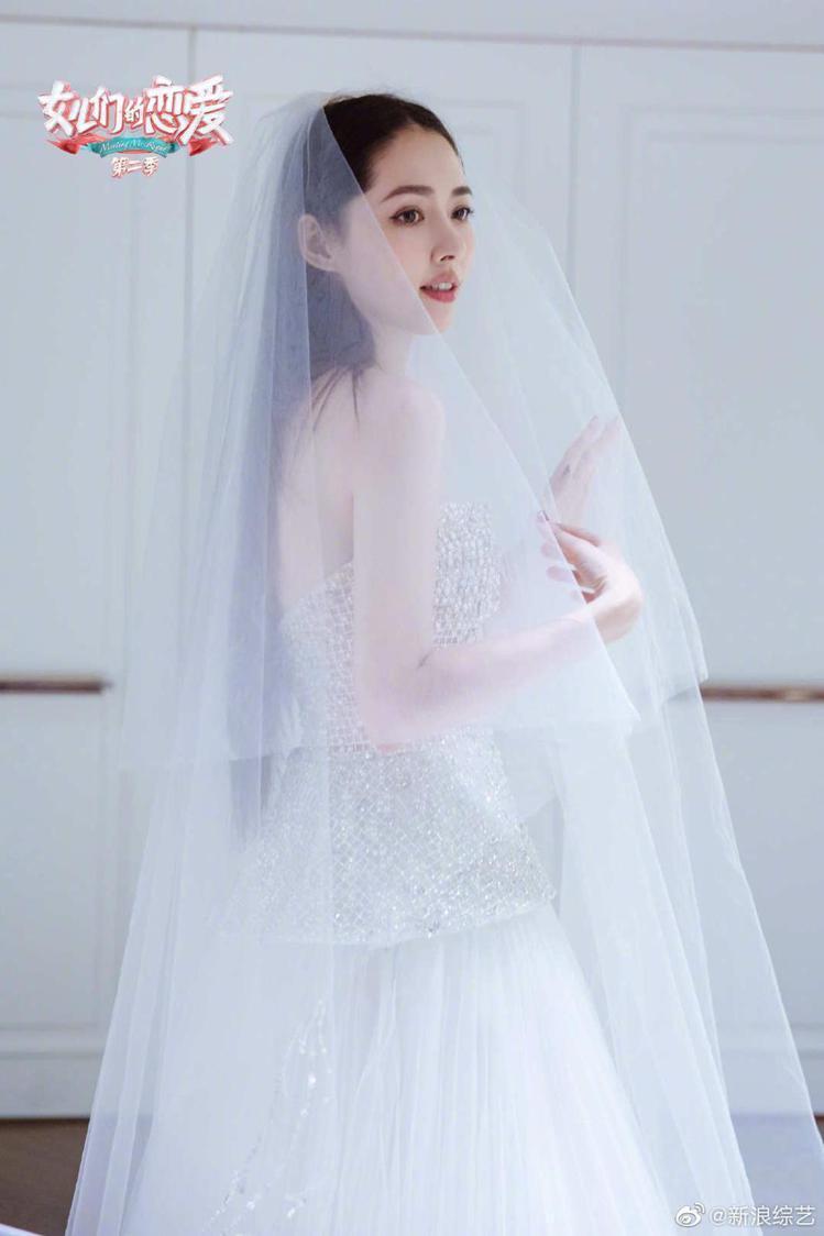 郭碧婷選擇在台灣頂級訂製禮服品牌Nicole + Felicia試穿婚紗。圖/N...