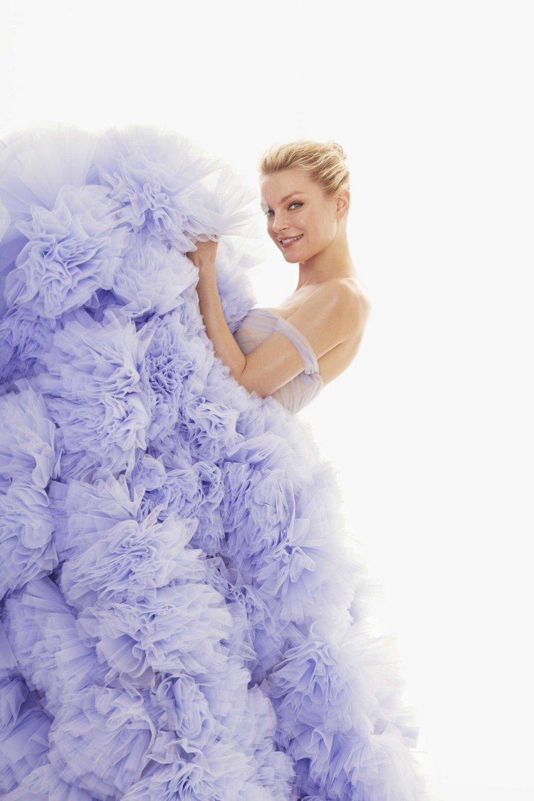 郭碧婷穿上精靈超模Jessica Stam同款紫藍色蓬裙。圖/Nicole + ...