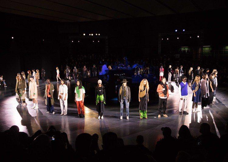 Rag & Bone 2020春夏時裝秀秀場選在紐約市標誌性的Skylight ...