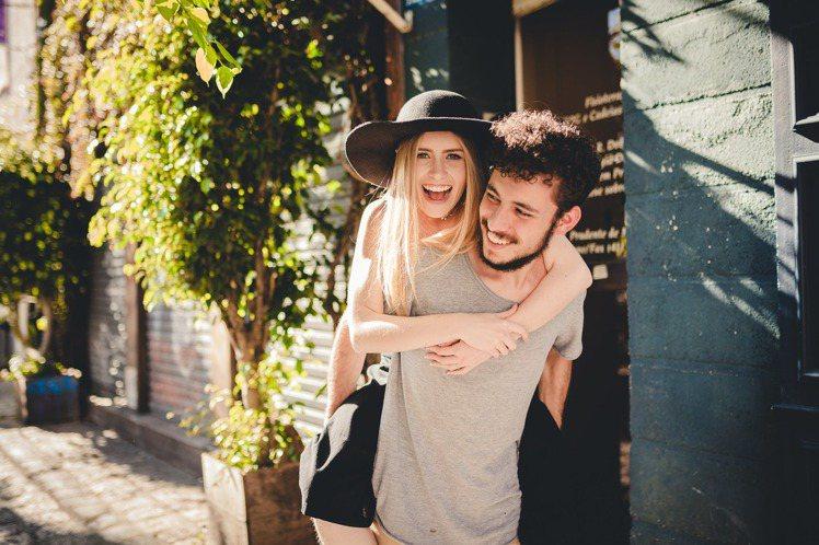 互相扶持的情感,才能讓情感走得更長遠。圖/摘自 pexels