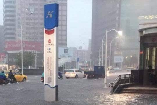 高雄王姓男子涉拿去年「823水災」淹水照片,今年7月PO上臉書社團散佈謠言「高雄...