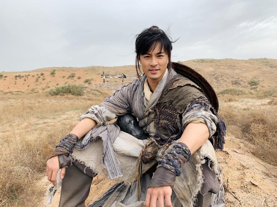 孫其君演出「大漠江湖」挑戰古裝戲。圖/希望娛樂提供