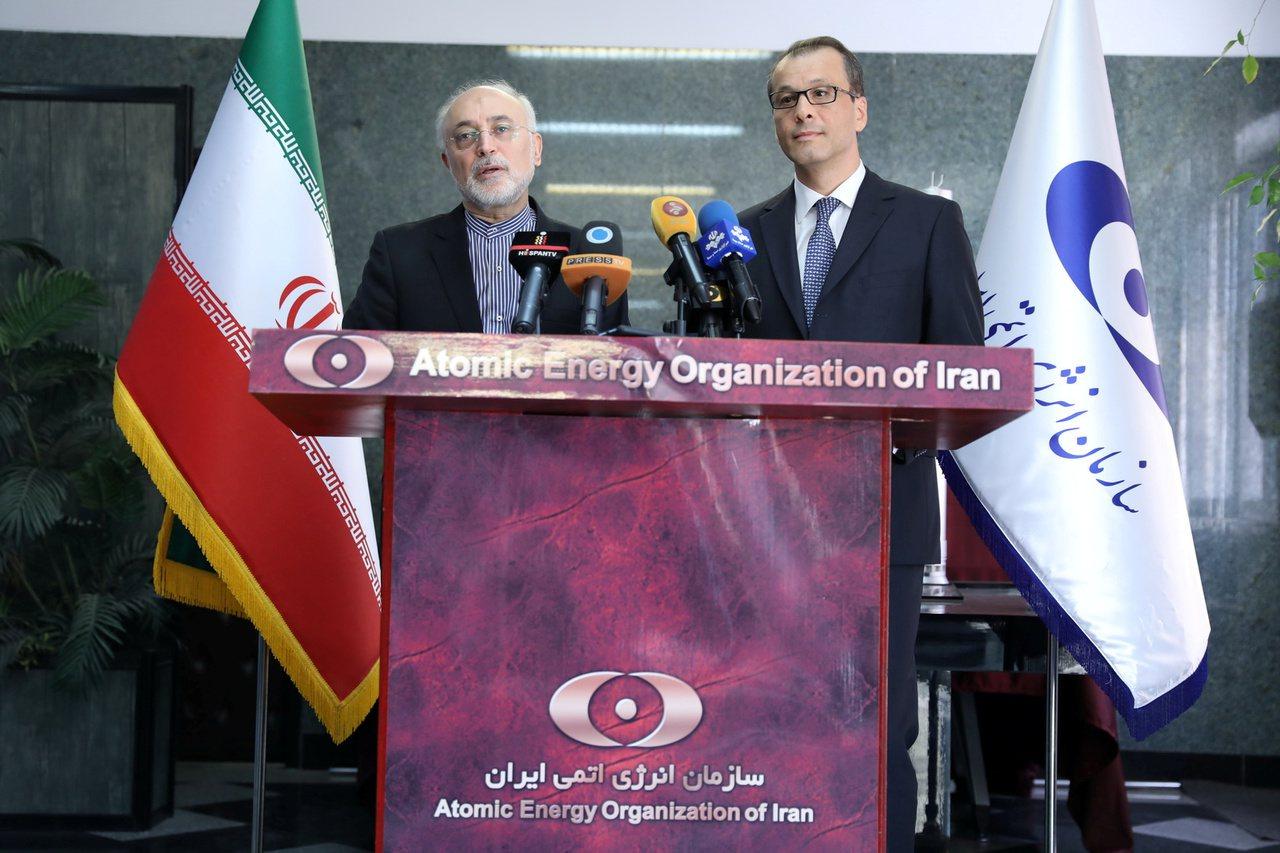 沙列西(左)8日在德黑蘭會晤費魯塔。路透