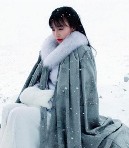 李子柒被稱為中國第一網紅,她在YouTube有近260萬人訂閱,而她在微博微信的...