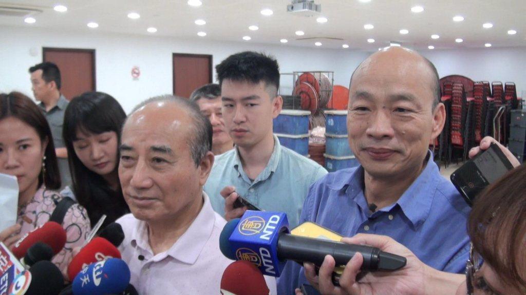 立法院前院長王金平(前左)也曾被韓粉嗆過。圖/聯合報系資料照片