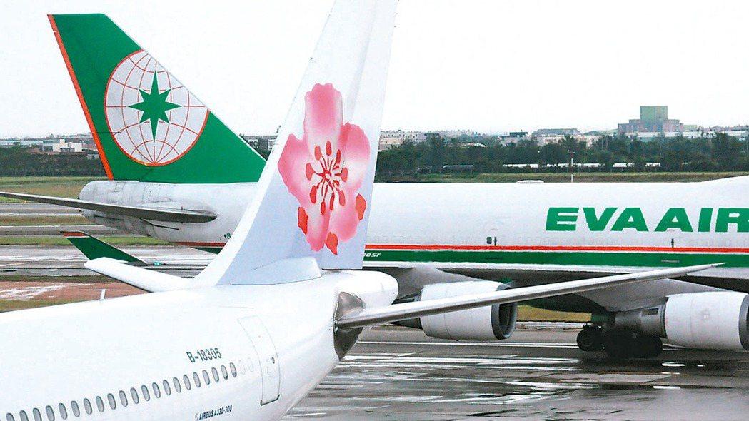民航局公布最新國籍航空上半年營運概況,兩大航空龍頭華航、長榮因2月與6月分別發生...