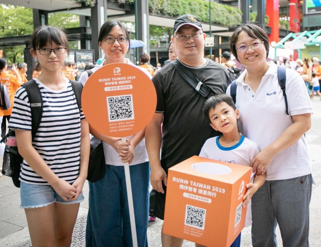 安聯人壽員工熱情響應街頭募發票志工活動。 安聯人壽/提供