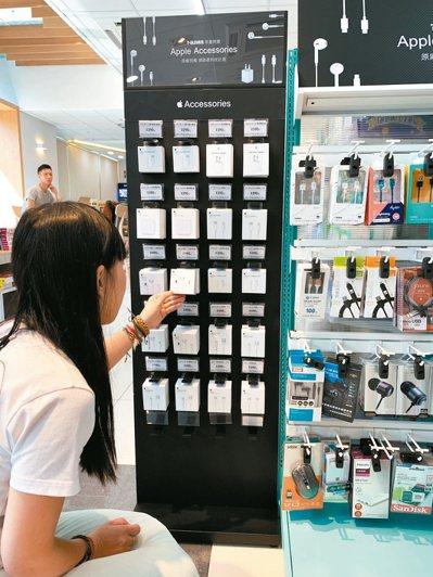 7-ELEVEN與台灣Apple官方獨家合作,消費者買官方配件更便利。 圖/7-...