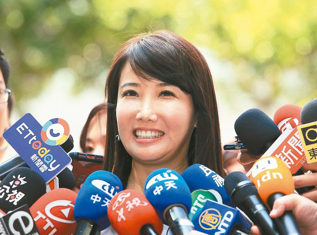 郭台銘辦公室副執行長蔡沁瑜上午受訪表示,郭台銘還在徵詢各界意見,還未表態參選。 ...