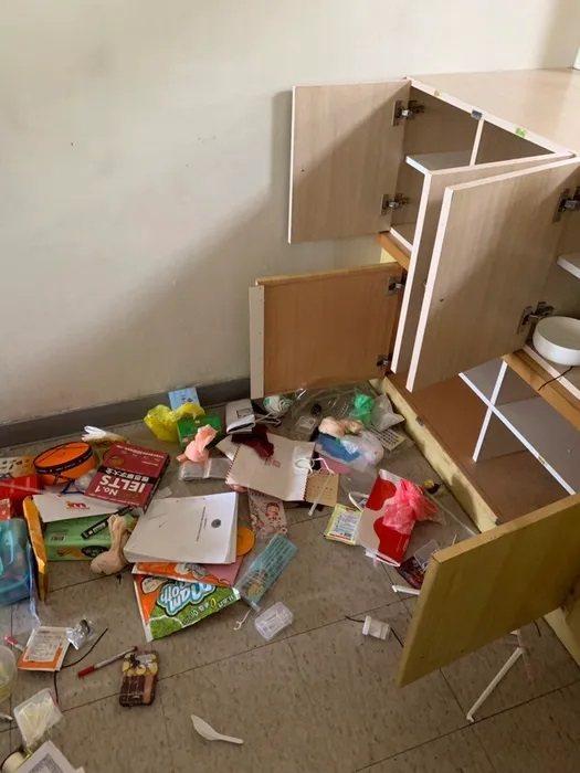宜蘭羅東博愛醫院執行長許子文昨天上午到醫院各會議室櫃子、冰箱翻箱倒櫃,連水壺也扔...
