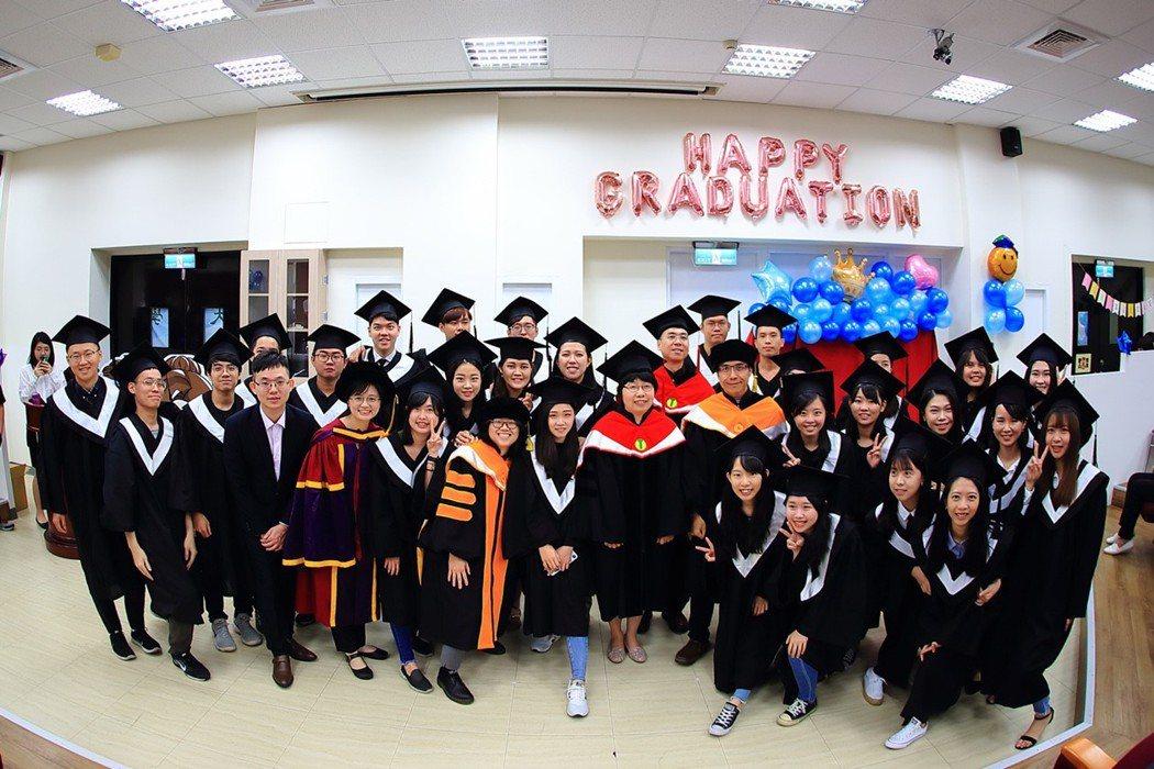 首屆畢業生參加驗光師國考,成績亮眼! 大葉大學/提供。