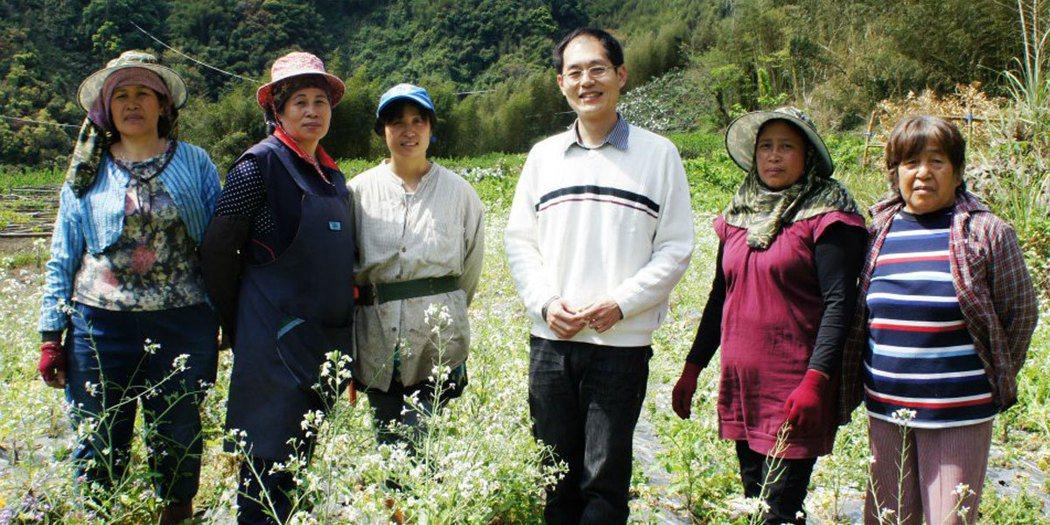 鄰鄉良食創辦人譚景文憑著多年企業CSR經驗,搭起企業、小農平台。 圖/鄰鄉良食提...