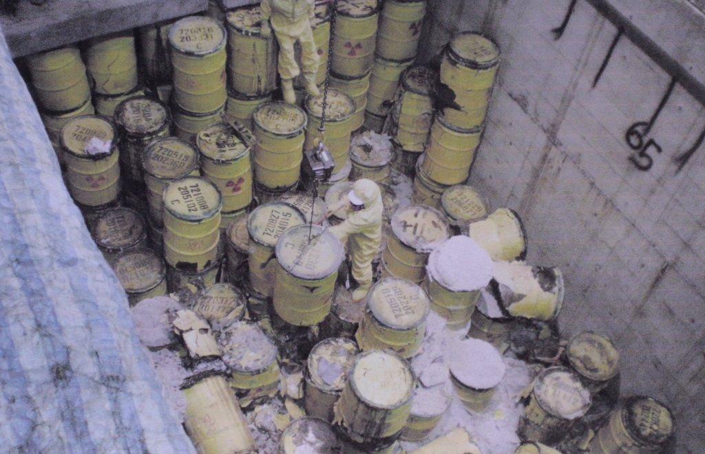 蘭嶼貯存場曾發生核廢料儲存桶幾乎全數鏽蝕或破損、檢整過程粉塵外洩情事,引發外界憂...