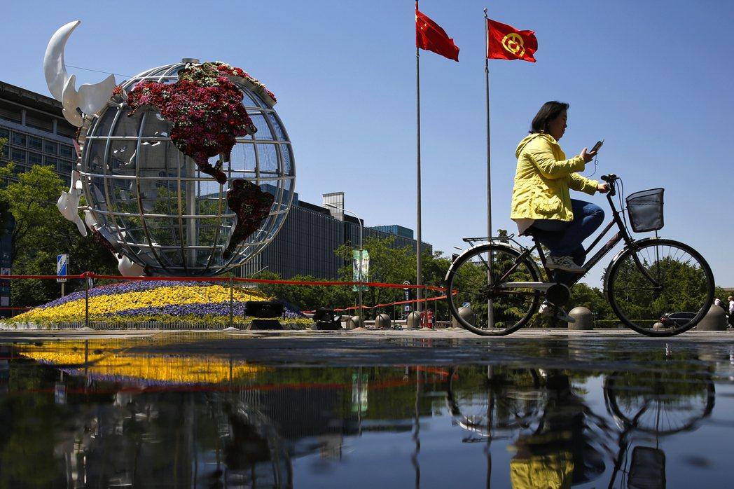 一旦剝開政治辭令的糖衣,會發現中國的外匯與金融政策,根本不可能威脅到美元在全球體系中的角色。 圖/美聯社