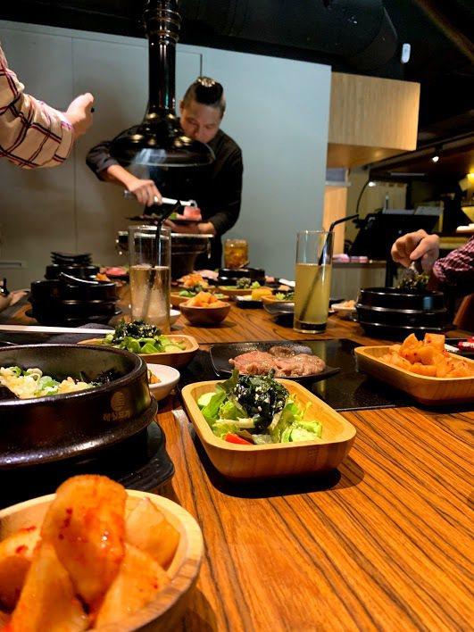 上吉燒肉的的精緻服務與用餐氛圍,與東區粉領族、小資女正好「對胃」。 蔡尚勳/攝影