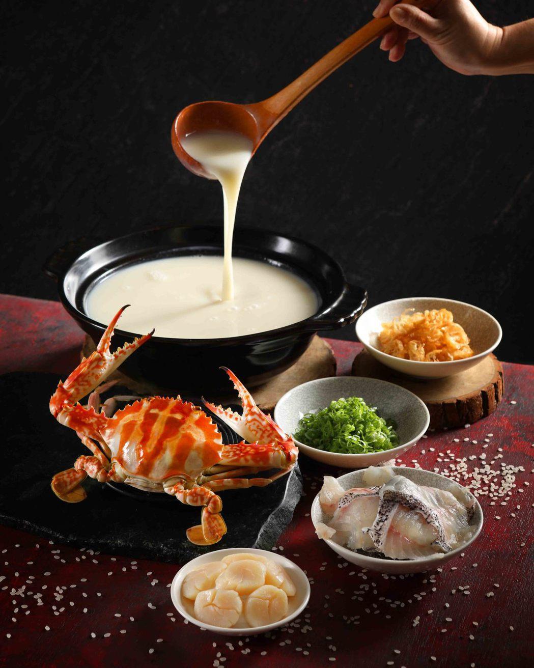 望月樓-毋米粥煮花蟹NT$1,580。