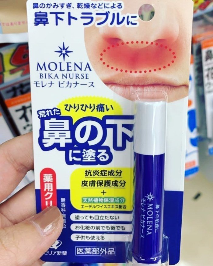 日本 ゼリア MOLENA 鼻下護理保濕棒。 圖/IG, kaeru_frogm...