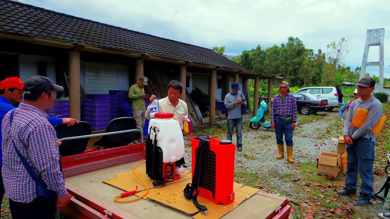為搶救農業缺工困境,壽豐農會培訓農耕士,再到缺人力的農場幫忙。圖/民眾提供