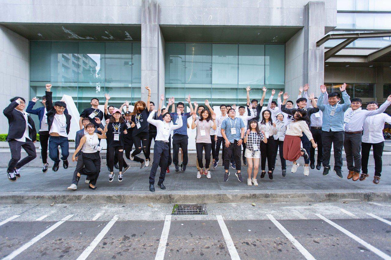研華透過研華文教基金會舉辦首屆研華物聯網開發者競賽,吸引來自台灣、韓國、越南、中...