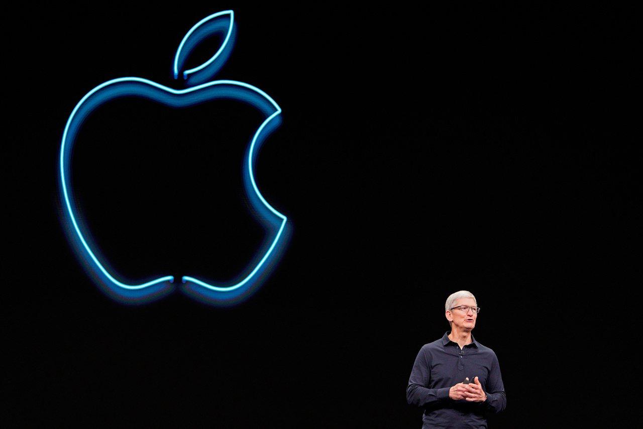 蘋果執行長庫克今年6月的全球開發者大會上致詞。 路透