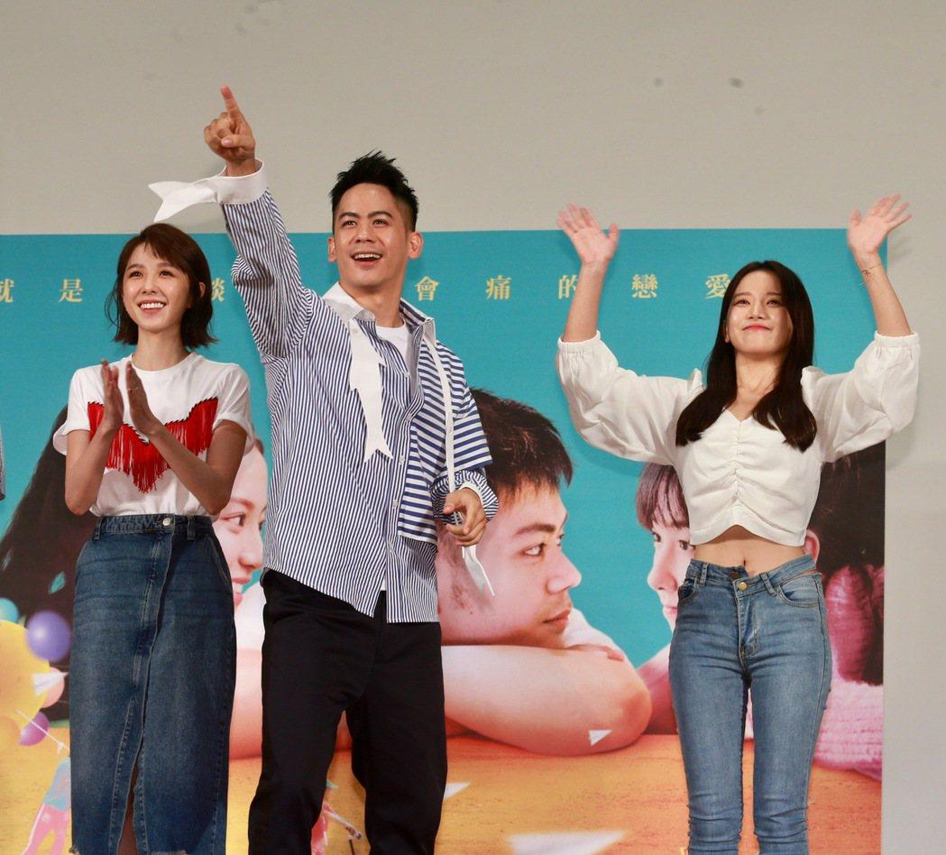 國片「陪你很久很久」演員李淳(中)、邵雨薇(左)、蔡瑞雪(右)現身校園宣傳,與8