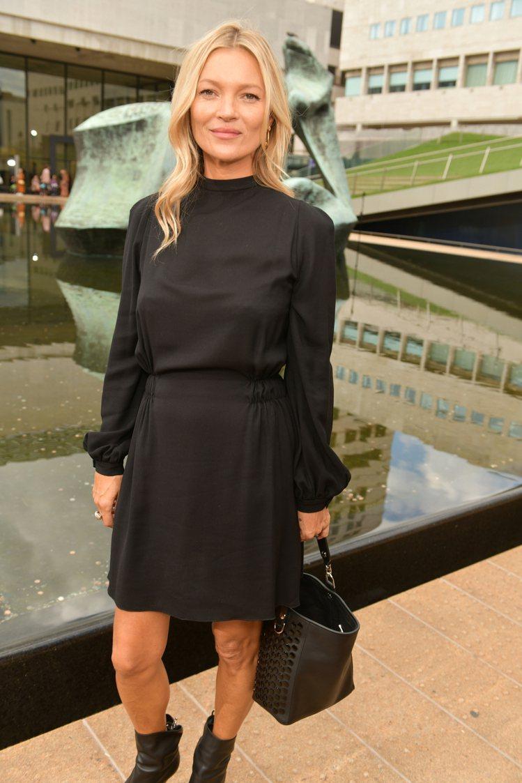 超模凱特摩絲也現身Longchamp的2020春夏時尚大秀,成為約時尚周期間最有...