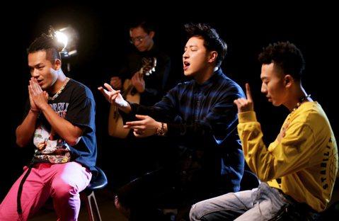 潘瑋柏即將推出的新單曲「愛你3000」,靈感源自電影「復仇者聯盟4」,身為「漫威粉」的他坦言深受這部電影感動,因此才寫下這首歌。這首歌早前曾在今夏最火紅的選秀節目「中國新說唱」首演,當時就已獲得極大...