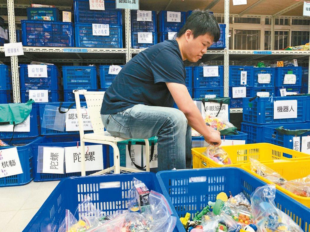 玩具物流中心肩負二手玩具回收、分類、修復、陳列與再利用等任務。 記者黃昭勇/攝影