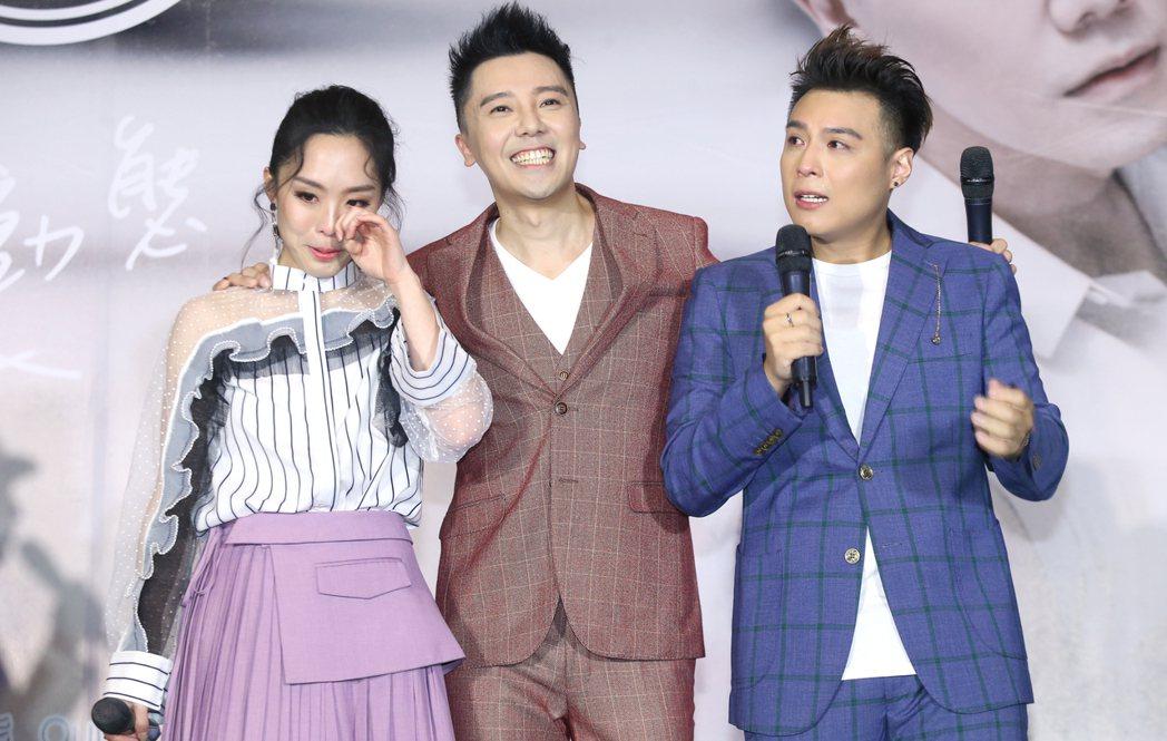 由成員羅嘉豪(中)、祖絲(左)和AJ(右)組成的澳門團體「MFM」在台北舉行首張...