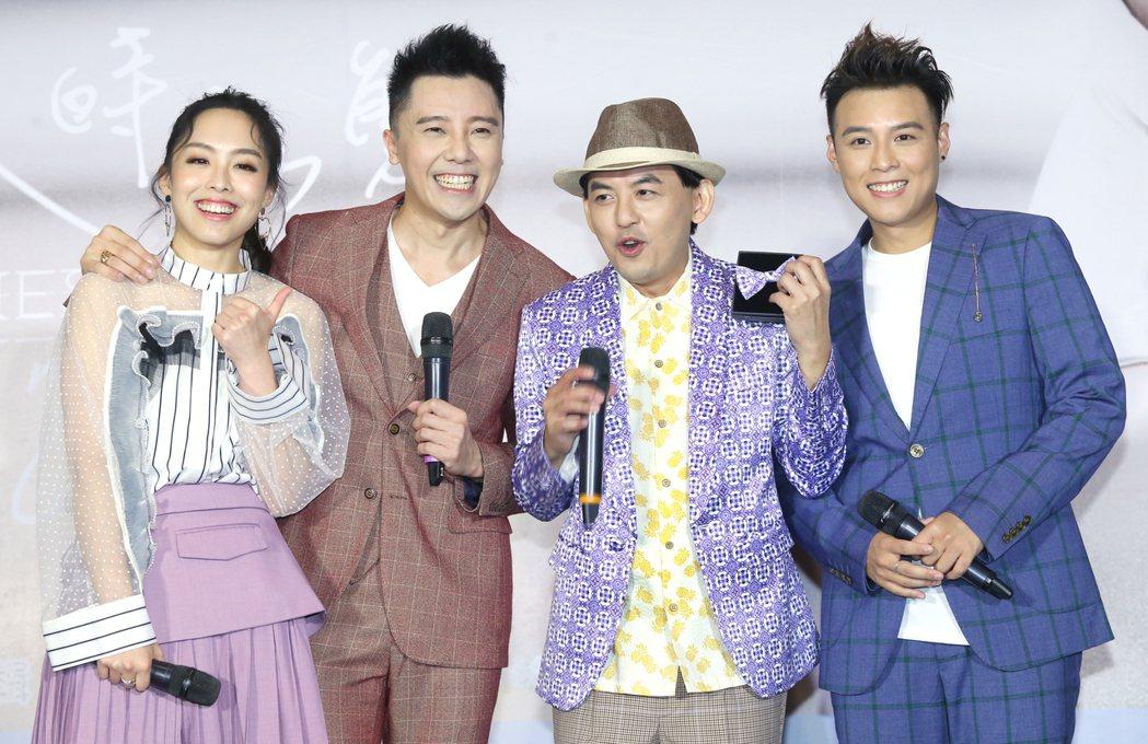 由成員羅嘉豪(左二)、祖絲(左)和AJ(右)組成的澳門團體「MFM」在台北舉行首...