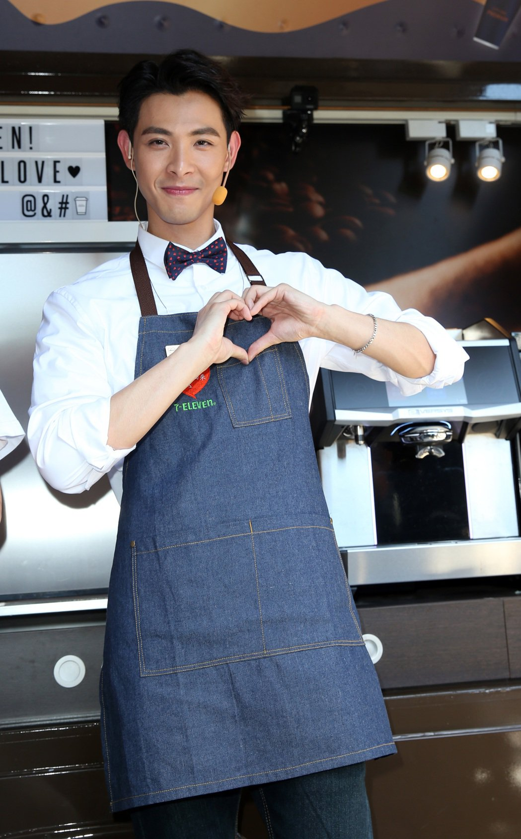 連晨翔出席《把愛找回來》公益活動,化身「愛的行動咖啡車」愛心店員,呼籲大眾關懷弱...