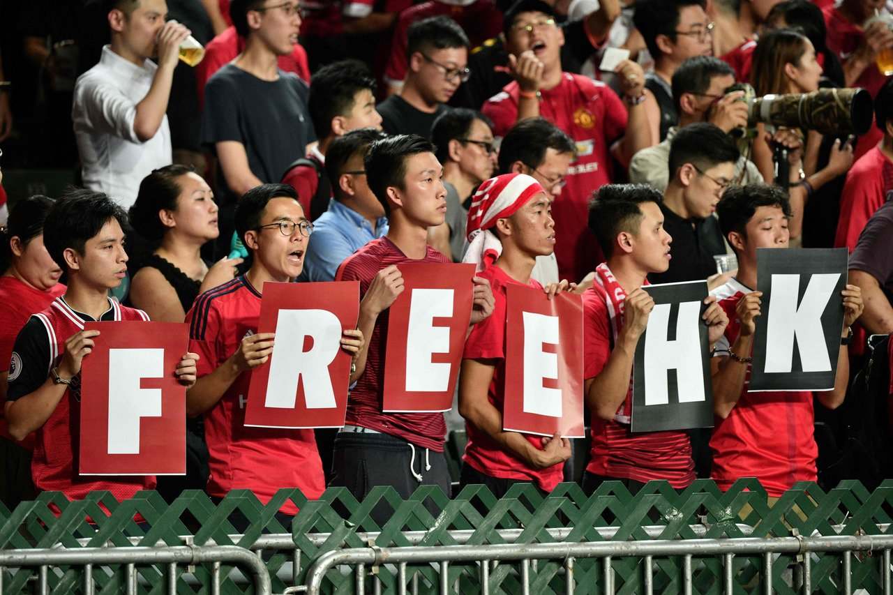 香港足球隊今(10日)晚在香港大球場出戰世界盃外圍賽對伊朗隊,有球迷高喊「sta...