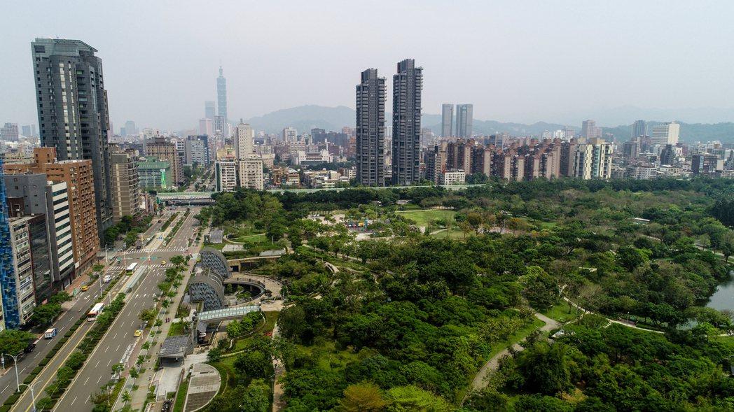 實現居住正義!台北市長柯文哲宣布,單一自住的屋主可享有更低的房屋稅,房屋稅實質稅...