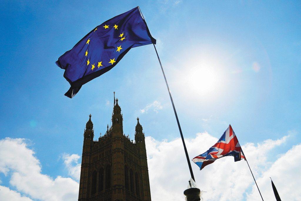 歐洲聯盟(EU)今天將瑞士及阿拉伯聯合大公國分別從避稅天堂國家「灰名單」及「黑名...