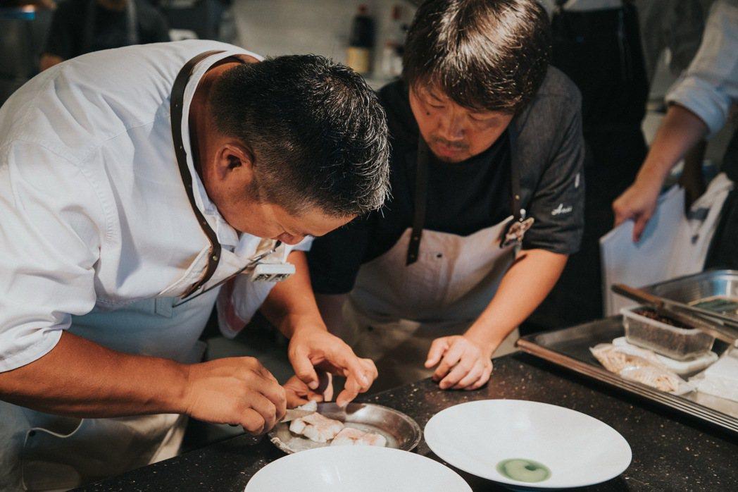 兩位頂級主廚以LEXUS造車精神發揮職人工藝,為車主獻上絕無僅有的特製菜單。 圖...