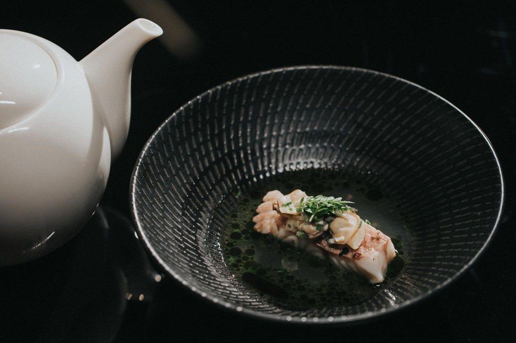 長谷川在佑以獨樹一格、幽默風趣的方式展現料理,也因打破傳統懷石料理窠臼,成為日本...