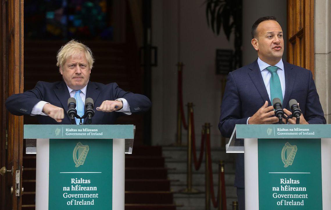 在5周休會的最後議程開始前,強生先是飛到了都柏林,試圖就「北愛爾蘭邊界問題」,與...